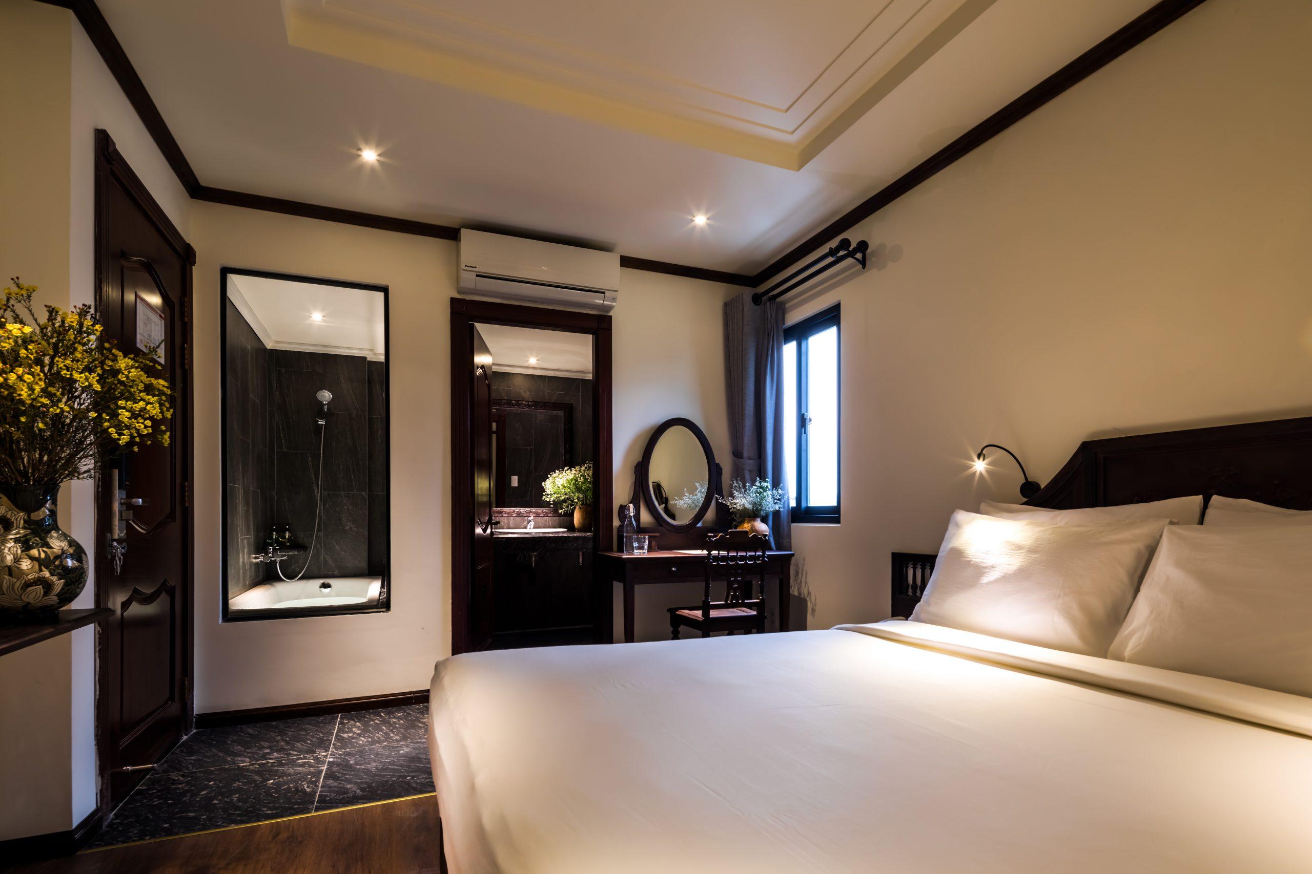 Junior Double Room (bath)